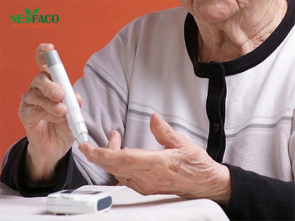 Người cao tuổi mắc tiểu đường